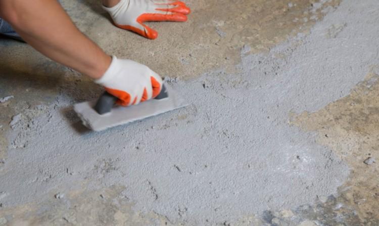 Прежде как сделать сухую стяжку пола, бетонную или деревянную основу делают ровной и горизонтальной